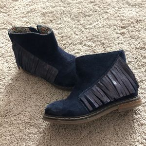 Used Tucker and Tate size 24/8 boots